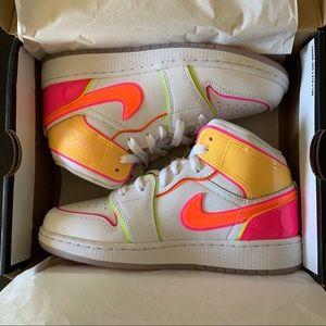 Jordan 1 Mid Edge Glow White Pink OrangeCV4611-100